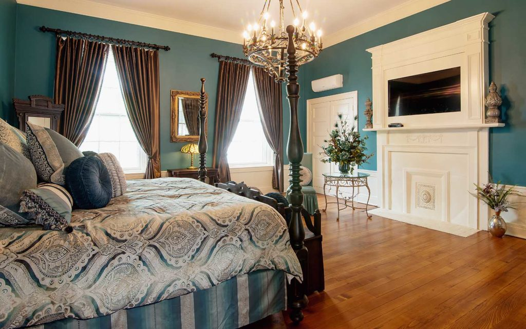 Eat at the best restaurants in NAshville when you stay at our luxury Bed and Breakfast in Nashville TN